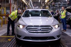 The final Ford Taurus was built Friday, March 1 in Chicago. This is the second time that Ford has retired the Taurus nameplate, and this one really may be the last. Full Size Sedan, Mid Size Sedan, Ford Taurus Sho, New Explorer, Sports Sedan, New Engine, Automotive News, Car Wallpapers, Mazda