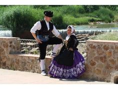 Detalles de Andalucía: traje típico de Puente de Genave (Jaén) / Details of Andalucía: typical dress of Puente de Genave (Jaén)