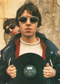 Oasis - Liam and Noel Gallagher Music X, Music Is Life, Liam Gallagher Noel Gallagher, Oasis Live, Oasis Music, Cool Backgrounds For Iphone, Liam And Noel, Oasis Band, People