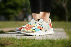 e3018f53caa Girl WMNS Nike Sock Dart lightning Floral Multicolor White Wholesale Socks