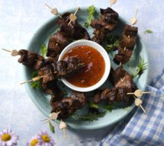 These steak skewers make a great game day snack or pack them in for picnics or lunchboxes. Steak Skewers, Sweet Chilli Sauce, Good Food, Yummy Food, Game Day Snacks, Beef Steak, Perfect Food, Beef Recipes, Dinner