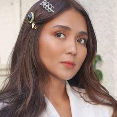 Kathryn Bernardo Hairstyle, Filipina Actress, Daniel Padilla, Flawless Face, Girl Crushes, Asian Beauty, Asian Girl, Boss, Hair Accessories