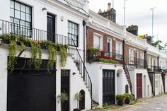 Cutest Streets in London, Holland Park Mews Terrace House Exterior, Townhouse Exterior, Holland House, Holland Park, London Townhouse, London Apartment, Guest House Plans, London Dreams, Mews House