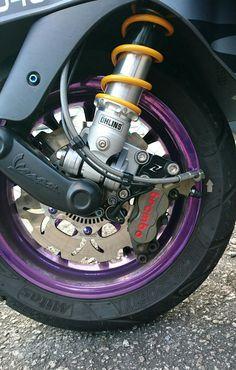 GTS 300 ABS on Ohlins. Vespa 150 Sprint, Vespa 300, New Vespa, Fast Scooters, Motor Scooters, Vespa Scooters, 300 Abs, Vintage Vespa, Scooter Motorcycle