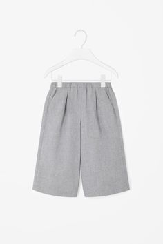 These wide-leg culotte trousers are made from soft cotton with a subtle melange finish. Designed for comfortable every day wear, they have an elasticated waistband, slanted front pockets and a simple back patch pocket.