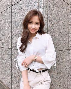 画像に含まれている可能性があるもの:1人 Beautiful Japanese Girl, Cute Blouses, Cute Asian Girls, Pure Beauty, Cute Faces, Pretty Face, Asian Beauty, Short Hair Styles, Sexy Women