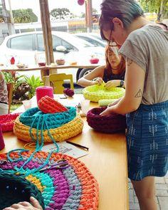 Um pouquinho da oficina de hoje na @micapullo ☁ #maxicroche #handmade #craft #crochet #trapillo #oficina