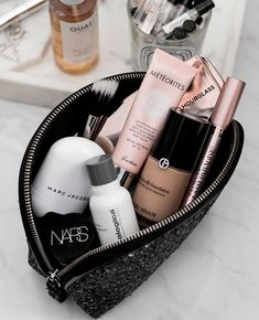 High end makeup products. Makeup storage perfect for travel or on the go. Makeup Goals, Makeup Inspo, Makeup Inspiration, Fashion Inspiration, Skin Makeup, Makeup Brushes, Beauty Makeup, Eyeshadow Makeup, Natural Eyeshadow