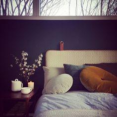 When it's cold outside go to the warmest place inside #headboard #bythornam #green #velvet #leather #bedroom #sleep #dream #danishdesign #madeindenmark #handmade #design #interiordesign #homedecor #furniture #slowliving #hygge #cozy #chill #warm #vinter #classic
