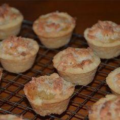 Hawaiian Tarts Tart Recipes, Baking Recipes, Cookie Recipes, Dessert Recipes, Baking Tips, Hawaiian Desserts, Mini Desserts, Hawaiian Recipes, Pineapple Recipes