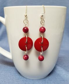 Red shell and button earrings silver earrings dangle earrings red maroon shell buttons Wire Jewelry, Boho Jewelry, Jewelry Crafts, Beaded Jewelry, Jewelry Accessories, Jewelry Design, Fashion Jewelry, Wire Rings, Fashion Earrings