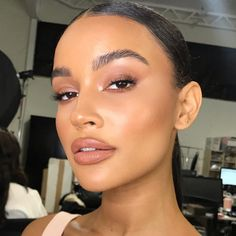 very natrual nude fresh dewy makeup look perfect for everyday make up Dewy Makeup, Glam Makeup, Love Makeup, Simple Makeup, Makeup Inspo, Bridal Makeup, Makeup Inspiration, Makeup Trends, Eyeshadow Makeup