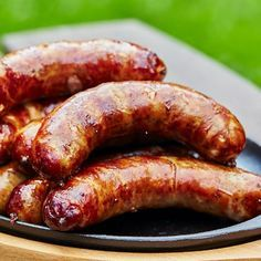 How to make bratwurst at home. Step by step instructions, equipment and bratwurst recipes. Bratwurst Sausage, Bratwurst Recipes, Pork Recipes, Gourmet Recipes, Dog Food Recipes, Cooking Recipes, Sausages, Kielbasa, Home Made Sausage
