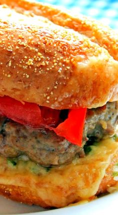 Cheesy Garlic Bread Burger Hamburger Recipes, Beef Recipes, Cooking Recipes, Best Burger Recipe, Best Sandwich, Best Banana Bread, Banana Bread Recipes, Breakfast Desayunos, Cheesy Garlic Bread