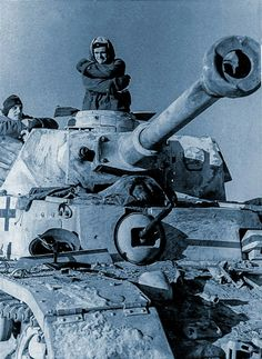This Panzer IV lang has welded extra front armour. An antitank rifle's hit is visible not far from a vision slit of the commander cupola. Another hit is visible not far from the Kugelblende