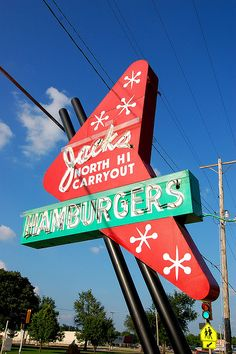 Retro Hamburger Sign Retro sign in Wichita (Kansas), US… Jacks North Hi Carryout… on west Street, across the street from North High School Old Neon Signs, Vintage Neon Signs, Old Signs, Vintage Diner, Vintage Hotels, Vintage Restaurant, Retro Signage, Roadside Attractions, Roadside Signs