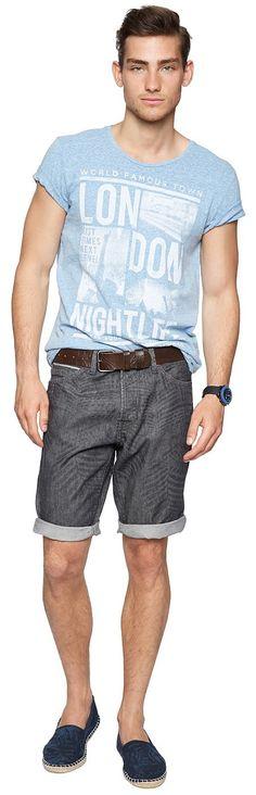 Jeans-Bermuda für Männer (unifarben, mit Knopfverschluss) aus Jeans, kontrastfarbene Coinpocket-Blende und Gürtelschlaufe, krempelbare Beinsäume für einen lässige Stil. Material: 100 % Baumwolle...