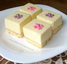 Petits fours cu mousse de lamaie si lime Mousse, Vanilla Cake, Biscuits, Lime, Keto, Sweets, Desserts, Food, Petit Fours