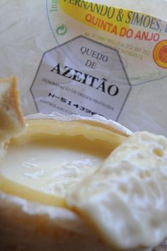 Queijo de Azeitão - the best of portuguese cheese Queso Cheese, Wine Cheese, Portugal, Catering, Portuguese Recipes, Portuguese Food, Cheese Shop, Greek Dishes, Cream Cheese Recipes