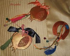 Ανεράιδα: Γούρια από πηλό Christmas Crafts, Xmas, Lucky Charm, Dream Catcher, Charmed, Blog, Gifts, Amulets, Art