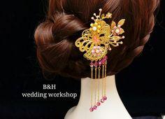 B&H設計的中式頭飾,有傳統款式,也有時尚款式,適合裙褂造型。 歡迎訂做。 查詢:Whatsapp 61030224 E mail:helenlau1015@yahoo.com.hk