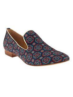 These blue and red printed loafers are both comfortable and stylish. Sport them this spring with your favorite pair of white pants, and a flowy navy top for the perfect polished spring outfit | Banana Republic