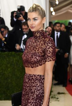 "Jessica Hart attends the ""Manus x Machina: Fashion In An Age Of Technology"" Costume Institute Gala at Metropolitan Museum of Art on May 2, 2016 in New York City."