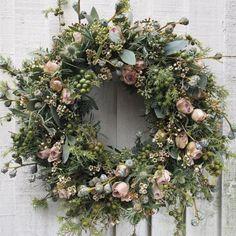 Likes, 33 Comments - Rona Wheeldon Christmas Door Wreaths, Christmas Flowers, Deco Floral, Arte Floral, Flower Head Wreaths, Floral Wreaths, Flowers Instagram, Diy Décoration, Summer Wreath