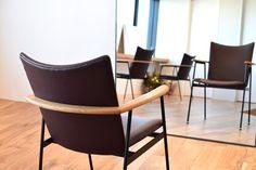 【大阪市 美容室 Three 様】 大阪市・北浜の美容院「Three」様へ、「yu-iron chair」×4脚を納品させていただきました。 #美容室の椅子 #おしゃれな椅子 #アイアンチェア #京都 #日本製  #chair #furniture #japan #kyoto #北欧インテリア #おしゃれなインテリア #おしゃれなチェア #おしゃれな家具 #つくりのいいもの #アイアン椅子 #美容院の椅子 #アイアン家具 #カットサロン家具  #北浜Three Wishbone Chair, Furniture, Flower, Home Decor, Interior Design, Home Interior Design, Floral, Arredamento, Home Decoration