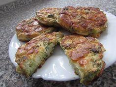Zvířátkový den - 350 g syrové brokolice bez košťálu, 150 g anglické slaniny (já dala kuřecí šunku) 2 žloutky + 2 bílky, 0,5 kostky tvarohu, 3 stroužky česneku, 100 g tvrdého sýra, sůl, pepř. Z brokolice nakrájíme jenom ty růžičky bez košťálu a překrájíme je, šunku a sýr nakrájíme na kostičky, česnek nastoruháme a přidáme žloutky a vše smícháme. Vyšleháme bílky promícháme se směsí, okořeníme a tvoříme na pomazaný pečící papír placičky. Pečeme na 180 st. 10 minut z každé strany...
