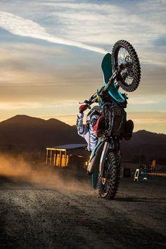 Ideas dirt bike wallpaper motocross wallpapers for 2019 Kawasaki Dirt Bikes, Ktm Dirt Bikes, Cool Dirt Bikes, Moto Enduro, Enduro Motocross, Enduro Motorcycle, Motorcycle Touring, Girl Motorcycle, Dirt Bike Wheelie
