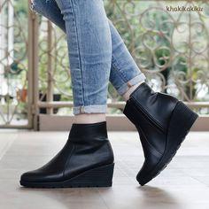 "141 Likes, 10 Comments - Khakikakiku (@khakikakiku) on Instagram: ""Waktunya upgrade koleksi sepatu kamu dengan sepatu boots terbaru khakikakiku. Kristin Black, udah…"""