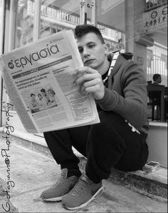 Photo: Παναγιώτα Γιαννοπούλου | Ηλικία:17 | Μαθήτρια στο 2ο Λύκειο Αγίου Δημητρίου.  Τίτλος Φωτογραφίας: «Ψάξιμο... »