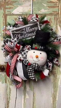Christmas Crafts For Gifts, Christmas Snowman, Winter Christmas, Snowman Decorations, Christmas Table Decorations, Christmas Wreaths For Front Door, Holiday Wreaths, Burlap Wreaths, Deco Mesh Wreaths