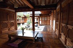 Korean courtyard and house Architecture Design, Asian Architecture, Beautiful Buildings, Beautiful Homes, Asian Design, Korea Design, Traditional House Plans, Courtyard House, Indoor Outdoor Living