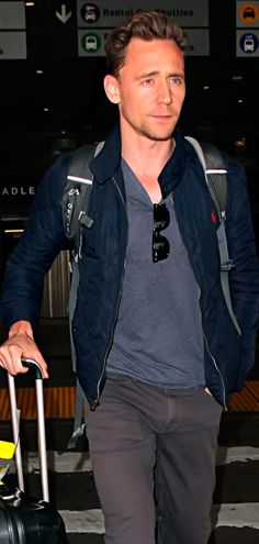 Tom Hiddleston seen at LAX in Los Angeles on May 31, 2016. Full size image: http://www.tomhiddleston.us/gallery/albums/2016/candids/310516/061.jpg Source: http://www.tomhiddleston.us/gallery/thumbnails.php?album=738