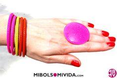Pulseras Y Anillo Color Flúor, de MibolsoMivida.com
