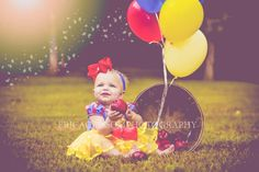 30 Trendy Baby Girl Photo Shoot Ideas Photography First Birthdays First Birthday Photography, Baby Girl Photography, Children Photography, Baby Girl Photos, Baby Pictures, Baby Snow White, 1st Birthday Pictures, Birthday Ideas, Snow White Birthday
