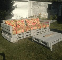As a matter of fact, these branded furniture items require hundreds and thousands of dollars which is not pretty possible all the times for a person to manage. So this time we have planned to make a pallet wooden garden couch that is totally designed according to your choice and priorities.