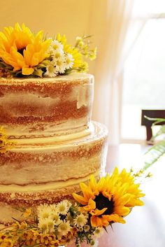 Naked cake. Fall wedding. Summer wedding. Sunflowers.