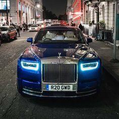 Voiture Rolls Royce, Rolls Royce Dawn, Rolls Royce Motor Cars, Top Luxury Cars, Rolls Royce Phantom, Love Car, Car Wallpapers, New Tricks, Exotic Cars