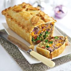 Vegetarian Christmas Dinner: 25 Delicious Alternatives to Nut Roast (Pictured is Leek, squash and Broccoli Pie) Vegetarian Christmas Dinner, Vegetarian Dinner Parties, Vegetarian Roast Dinner, Vegetarian Thanksgiving Main Dish, Veggie Christmas, Vegan Recipes, Cooking Recipes, Pie Recipes, Recipies
