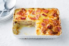 We've given cheesy potato and bacon bake a lasagne twist, perfect for feeding a crowd. Mashed Potato Pizza, Potato Pizza Recipe, Cheesy Potatoes, Sliced Potatoes, Baked Potatoes, Lasagne Recipes, Pizza Recipes, Savoury Recipes, Savoury Bakes