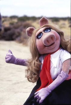@TheMuppets @The_Retro_Inc  I love The Muppets!!!!! I wish miss piggy was like this again.