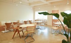 Cafe Shop Design, Cafe Interior Design, Store Design, Cafe Concept, Nail Shop, Cafe Restaurant, Coffee Shop, Diners, Exhibit