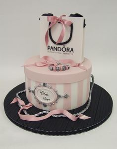 How gorgeous and girly is this Pandora cake? How gorgeous and girly is this Pandora cake? Funny Birthday Cakes, 13 Birthday Cake, Birthday Cakes For Women, Hat Box Cake, Bag Cake, Girly Cakes, Cute Cakes, Bolo Gucci, Bolo Fashionista