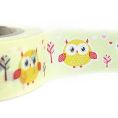 Un washi tape a sfondo giallo con simpatici gufetti e piccoli dettagli.