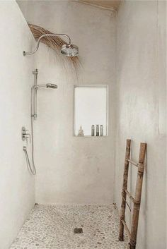 15 idées pour salle de bains tadelakt 15 ideas for bathroom tadelakt Basement Bedrooms, Basement Bathroom, Bathroom Flooring, Bad Inspiration, Bathroom Inspiration, Bathroom Ideas, Bathroom Renovations, Decorating Bathrooms, Remodel Bathroom