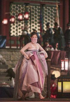 Kim Yoo Jung in the drama Moonlight drawn by clouds Asian Actors, Korean Actresses, Korean Actors, Actors & Actresses, Korean Hanbok, Korean Dress, Korean Traditional Dress, Traditional Dresses, Moonlight Drawn By Clouds Wallpaper
