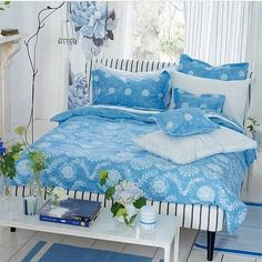 8 best desain kamar tidur images on pinterest bedrooms bedroom not so much the floral drape but the rest is a super fresh beautiful bed original headboard ideas may 2012 malvernweather Image collections